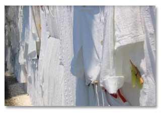 ۵ نکته برای تمیز کردن لباسهای سفید
