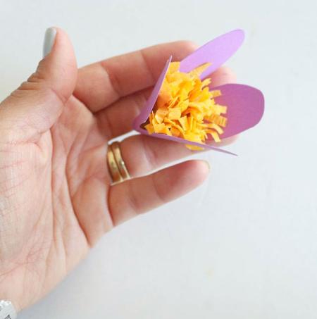 [تصویر:  paper-flower-pendant9.jpg]
