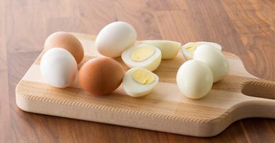 ترفندهای پوست گرفتن تخم مرغ آبپز, نحوه پوست گرفتن تخم مرغ آبپز