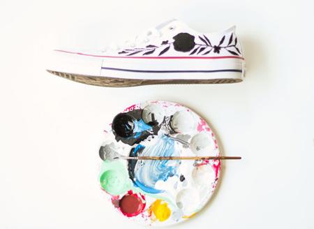 رنگ های مناسب نقاشی روی کفش,نقاشی کفش اسپرت