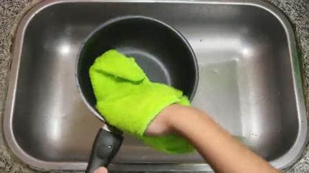 تمیز کردن ظرف تفلون با مایع ظرف شویی,نکاتی برای تمیز کردن سوختگی ظروف تفلون