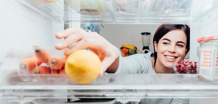 خطرات استفاده از سفیدکننده برای تمیز کردن یخچال