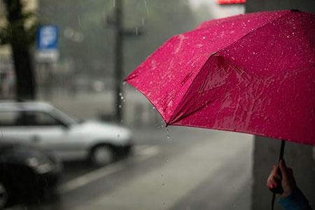 لوازم ضروری برای سفر در باران,مسافرت رفتن در فصل بارندگی,مسافرت در باران