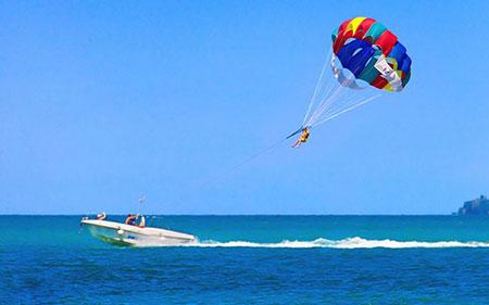 تفریحات آبی کیش,تفریحات جزیره کیش,پاراسل در جزیره کیش