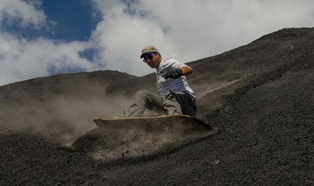آتشفشان سرو نگرو,جاذبه های گردشگری نیکاراگوئه,عکس های اسکی در آتشفشان سرو نگرو