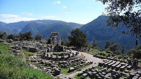 راز معبد دلفی, معبد دلفی, عبادتگاه دلفی