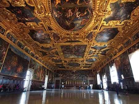 کاخ داگز,کاخ پلازو دوکاله,کاخ داگز در ایتالیا