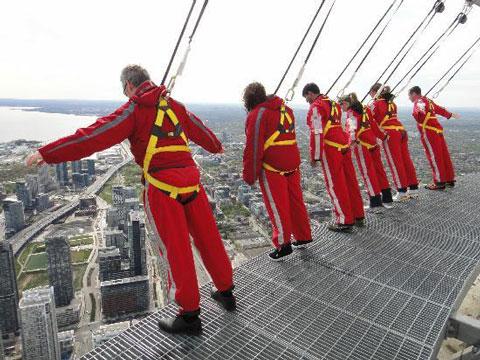 مسیر پیاده روی برج cn,جاذبه های گردشگری کانادا,سفر به تورنتو