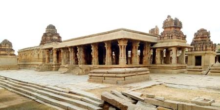 هامپی هند,مکان های دیدنی هامپی,نیایشگاه کریشنا