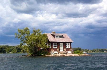 Image result for جزیره ای که یک خانه دارد روی رودخانه لارنس