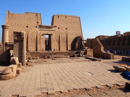 معبد ادفو,معبد ادفو در مصر,ع های معبد ادفو