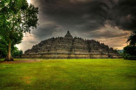 جایگاه مقدس مجسمههای باستانی کشور اندونزی + تصاویر