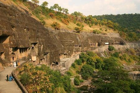 غار,غار های عجیب,جاذبه های گردشگری هند