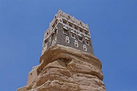 قصری زیبا روی صخره سنگی (+عکس)