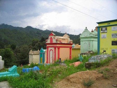 گورستان,گواتمالا,گورستان های رنگارنگ