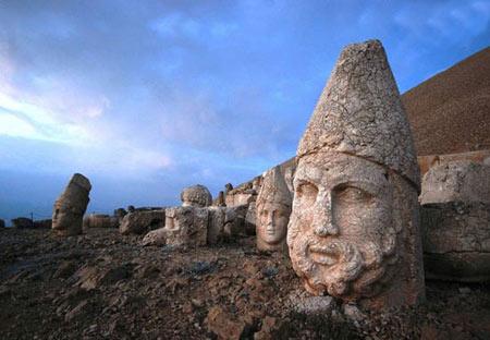 سردیس خدایان کوه نمرود, سردیس, مجسمه های باستانی