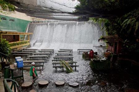 رستورانهای عجیب و جالب,رستوران آبشار ویلا اسکودرو,رستوران ویلا اسکودرو در فیلیپین