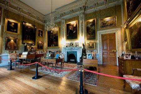 قصر هاروارد,کاخ هاروارد,دیدنی های انگلستان