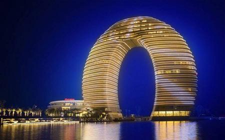 تصاویری از هتل عجیب دوناتی شکل در چین