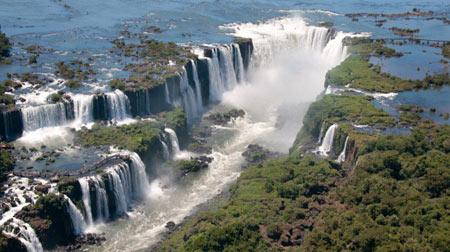 جاذبه های طبیعی شگفتانگيز,آبشار آیگاسو,آبشار آیگاسو از جاذبه های گردشگری