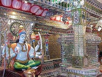 معبدی که با ۳۰۰ هزار قطعه شیشه ساخته شده است