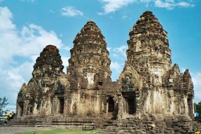 معبد سه برج بانکوک,معابد بانکوک,مکانهای تاریخی کشور تایلند