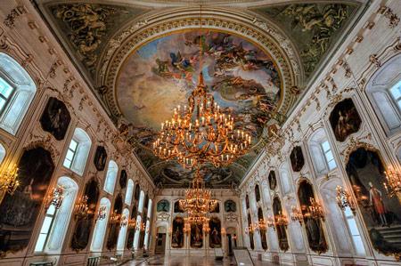 کاخ هافبورگ,هافبورگ,سفر به اتریش