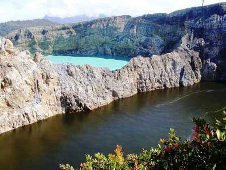 دریاچه های سه رنگ اندونزیایی,اندونزی