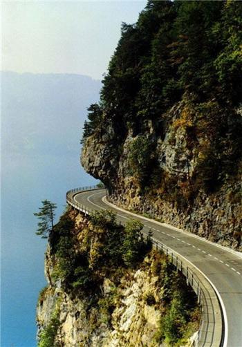 پر پیچ و خمترین جادههای جهان