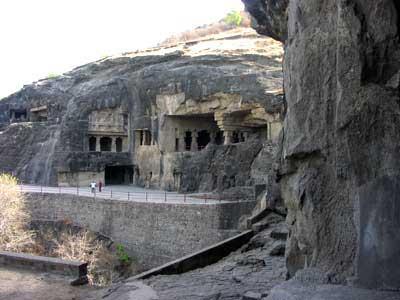 روايت مصور: آشنایی با غارهای آجانتای هند