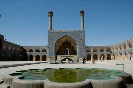 اصفهان شهری قدیمی با مساجد زیبا