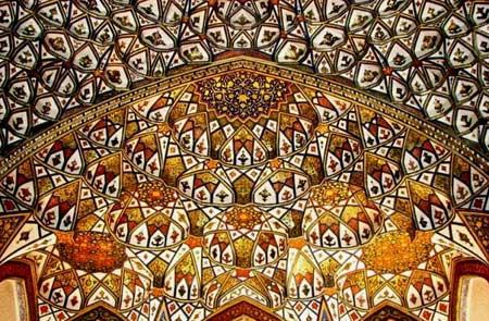 تالار اشرف یکی از بناهای تاریخی اصفهان - عصر دانش
