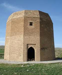 برج آرامگاه پیامبری در همدان,برج آرامگاه بابا حسین,گردشگری,تور گردشگری