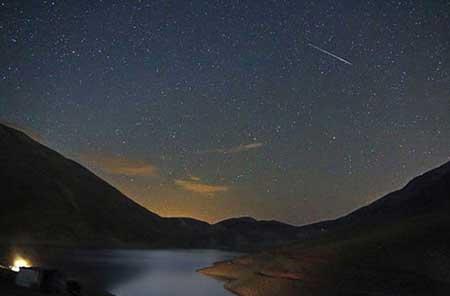 دریاچهای تاریک و ماندگار در دل کوه دماوند