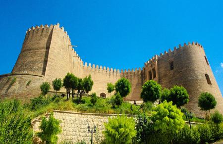 مکانهای تاریخی لرستان,جاذبه های گردشگری لرستان,قلعه فلک الافلاک