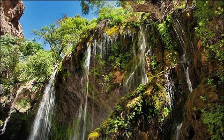 آبشار آب ملخ در شهرستان سمیرم