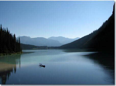 دریاچه لوئیز مکانی زیبا بر روی  زمین (تصویری)