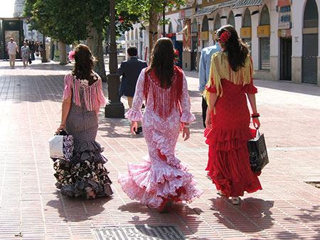 لباس فلامنکو از سوغات مادرید,بهترین سوغاتی های مادرید اسپانیا,سوغاتی های مادرید
