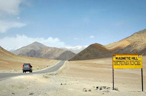 تپه های مغناطسی شهر له,تپه جاذبه هند,عجایب گردشگری