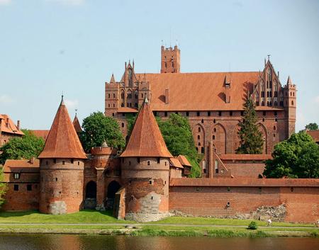 قلعه مالبورک,قلعه مالبورک از جاذبه های تاریخی لهستان,عکس های قلعه مالبورک