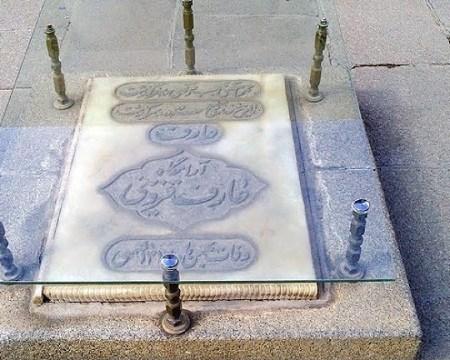 [عکس: mausoleum-avicenna-06.jpg]