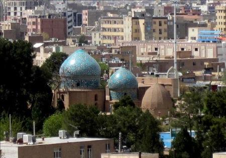 گنبد مشتاقیه در کرمان,مشخصات خود گنبد مشتاقیه,عکس ازکاشی کاری روی گنبد مشتاقیه