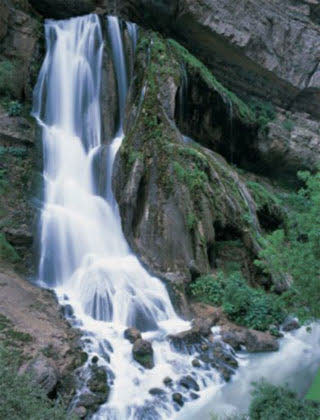 آبشار آب سفید مکانی زیبا درلرستان