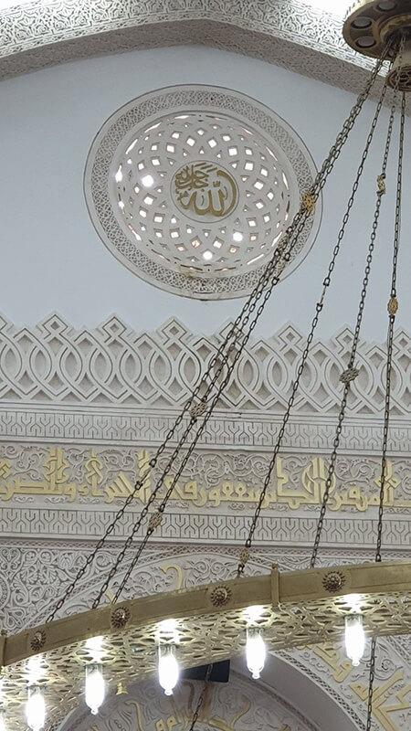 معماری داخلی مسجد ذوقبلتین,تصاویری از مسجد ذوقبلتین,علت نام گذاری مسجد ذوقبلتین