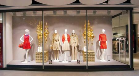 مدل طراحي و دکوراسيون ويترين مغازه ها, مدل دکوراسيون و چيدمان ويترين مغازه لباس فروشي