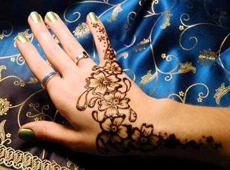 [تصویر:  henna-tattoos1-e2.jpg]