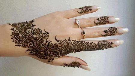 [تصویر:  henna-tattoos22-e1.jpg]
