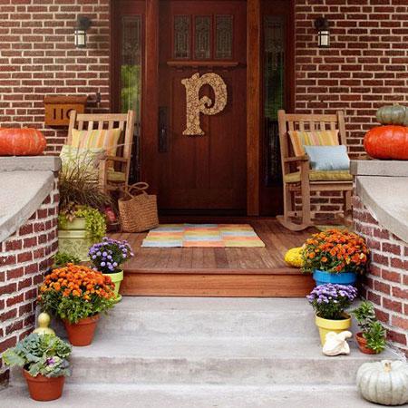 تزیین بهاری بالکن و در ورودی خانه