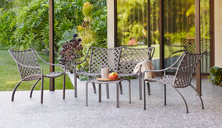 با این مبلمان فلزی زیبایی حیاط خود را دو چندان کنید