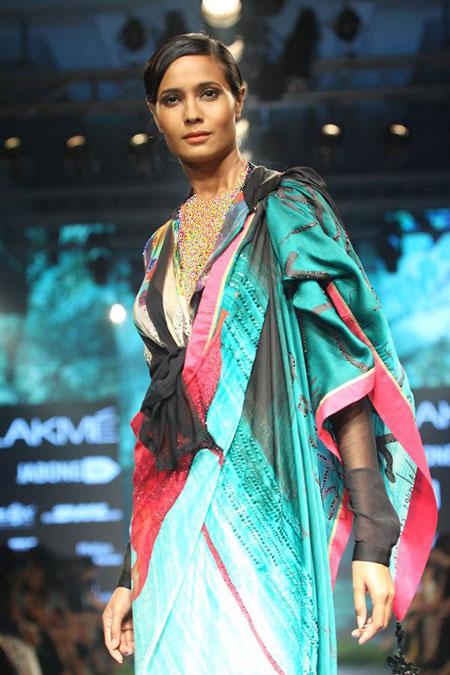 هفته مد لکمه Lakme در بالیوود, طراحی لباس های گوری خان